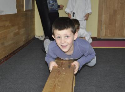 Семирічний хлопчик з Калуша протягнув на кілька метрів півторатонну