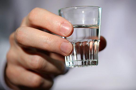 17-річний юнак отруївся сурогатним алкоголем - Місцеві