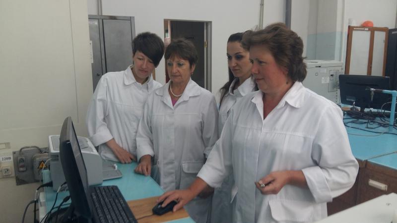 26e5eef4043 З початком пускових робіт на виробництвах ТОВ «КАРПАТНАФТОХІМ» додалося  клопотів працівникам санітарної лабораторї підприємства.