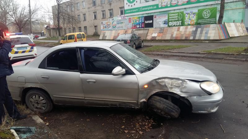 на вул бхмельницького зіткнулися дві автівки Daewoo